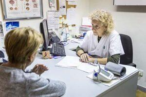 Les infermeres catalanes ja prescriuen els seus plans de medicació mitjançant recepta electrònica